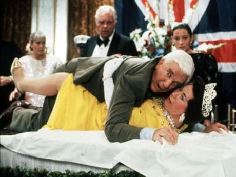 Leslie Nielsen ένας καταπληκτικός ηθοποιός που δε θα ξεχάσουμε...