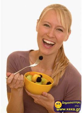 Γυναίκες τρώνε σαλάτα και γελάνε μόνες τους (9)