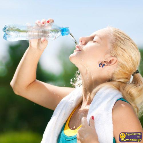 Γυναίκες ανίκανες να πιούν από το μπουκάλι το νερό (8)
