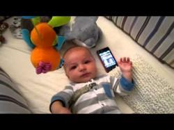 Μωρό σταματάει το κλάμα με το Star wars
